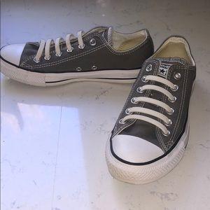 Gray Converse chuck Taylor rubber laces